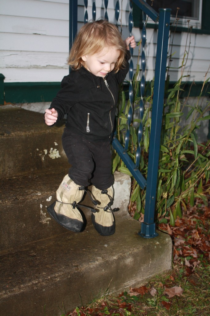 a toddler Ithilien steps outside on a rainy day