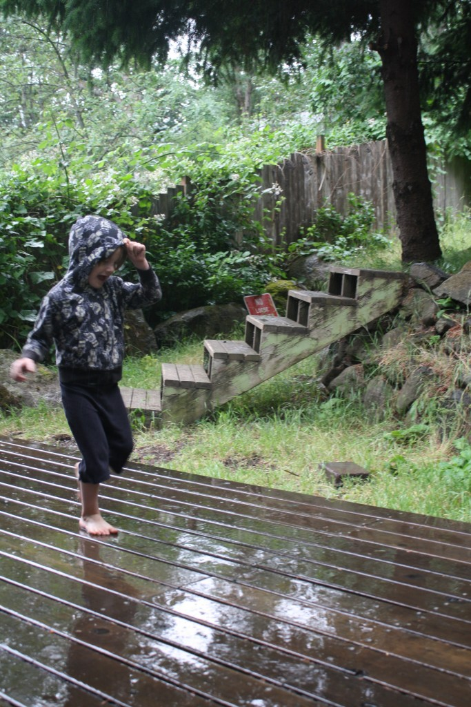 Ithilien plays in the rain